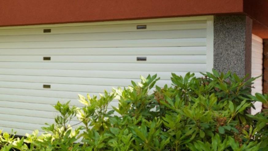 Srovnání garážových vrat: rolovací vs. výklopná