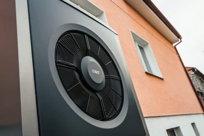 IVT tepelné čerpadlo u bytového domu - detail