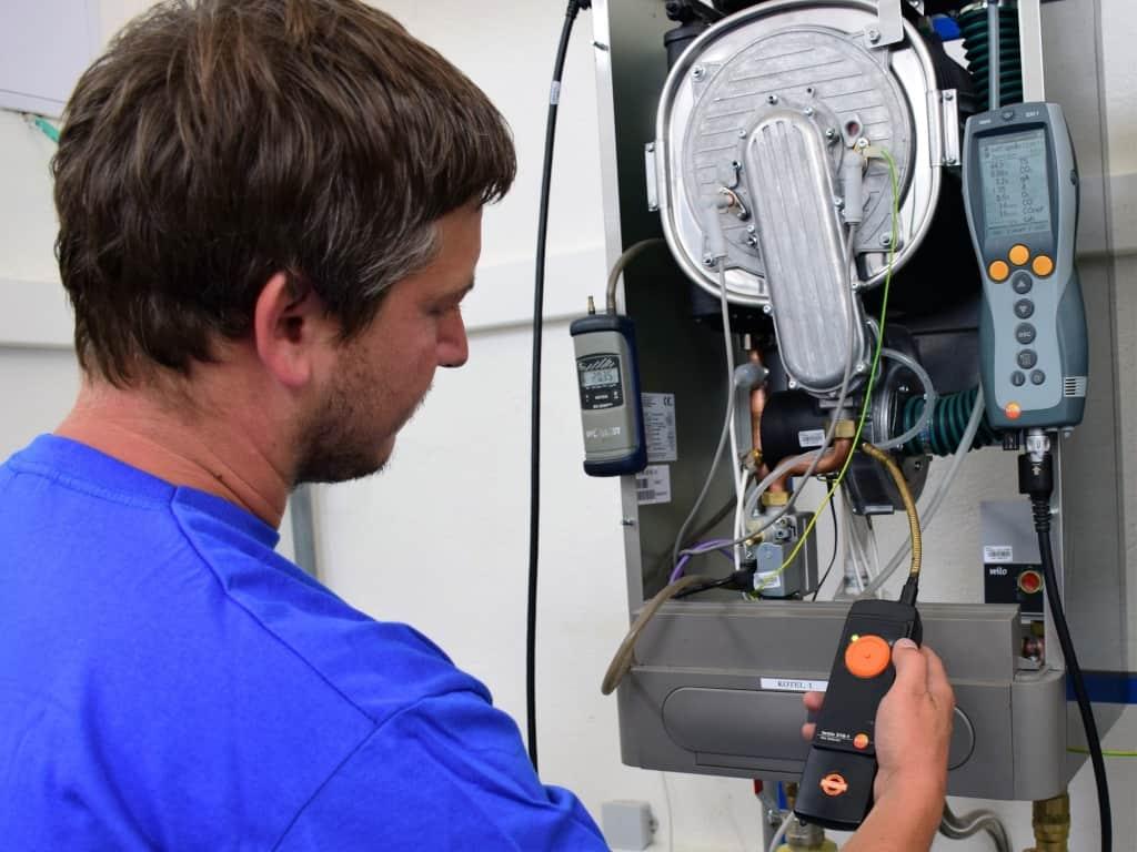 Servisní prohlídka plynového kotle technikem