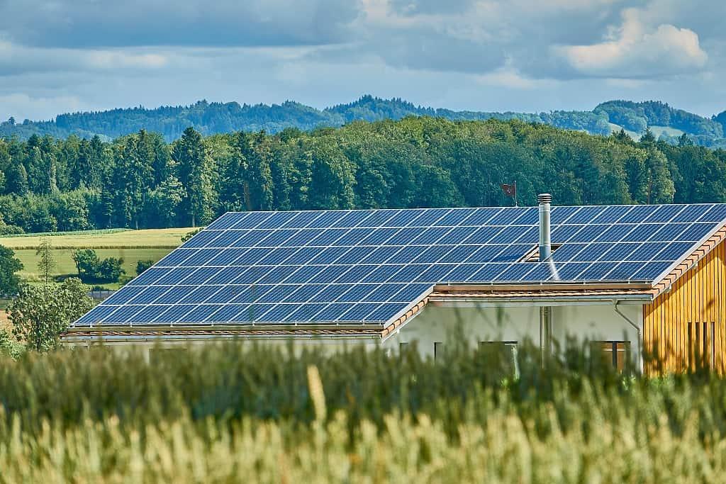 Soukromý dům s větším solárním systémem