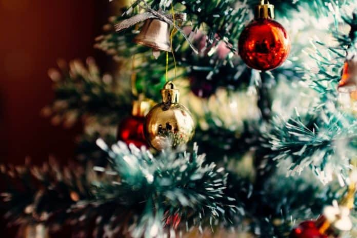 Vánoční stromek s ozdobami 1