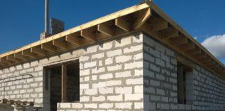 Novostavba ilustrační - dům z bílých bloků