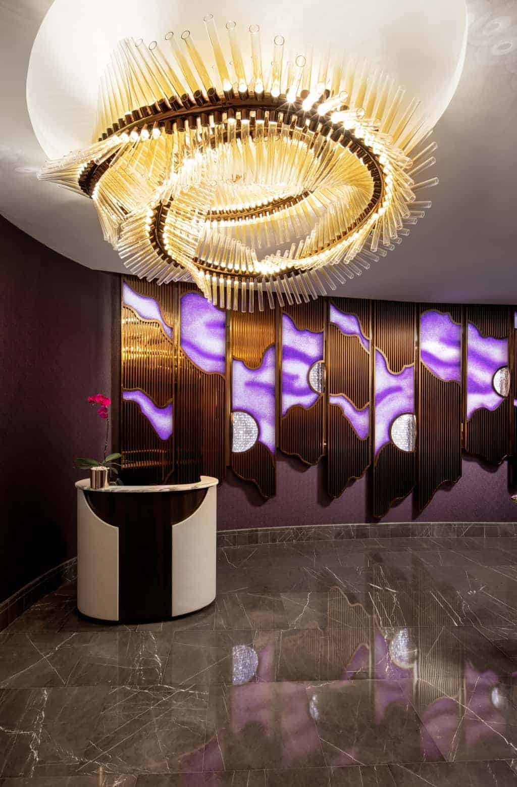 Preciosa Lighting - podvodní bar - lustr