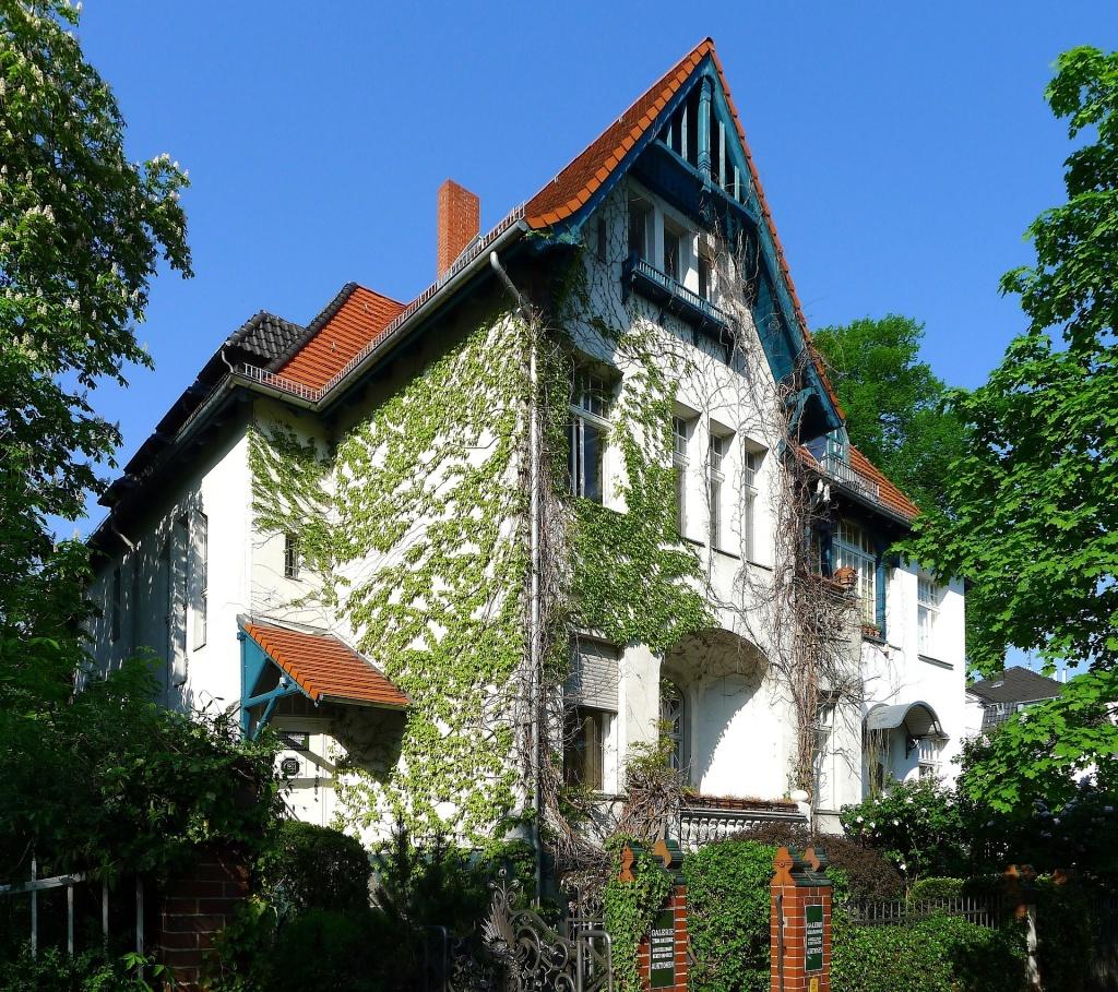Dům se stromy berlin-77791_Pixabay_1024px