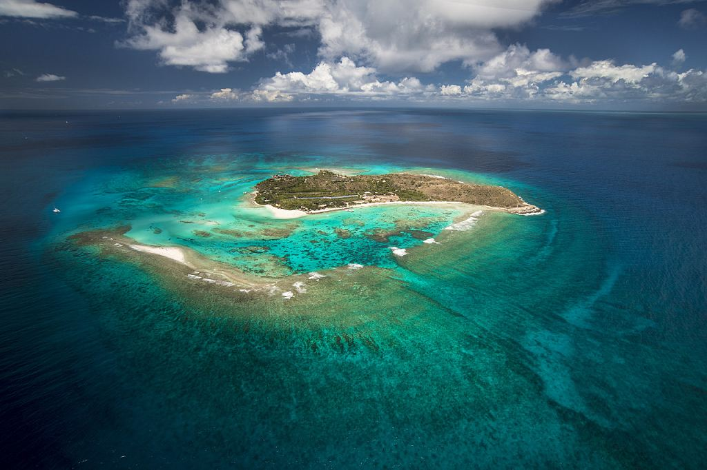 Necker Island Richarda Bransona - letecký pohled (VillaGuru.com)