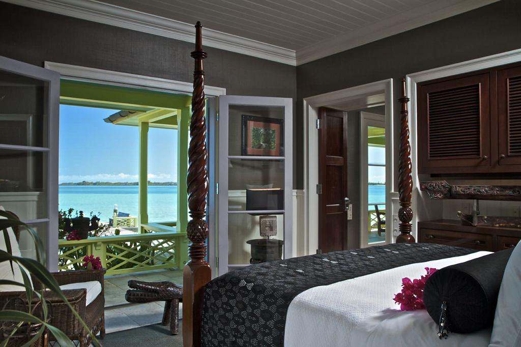Musha Cay Bahamy - David Copperfield - jedna z ložnic (VillaGuru.com)