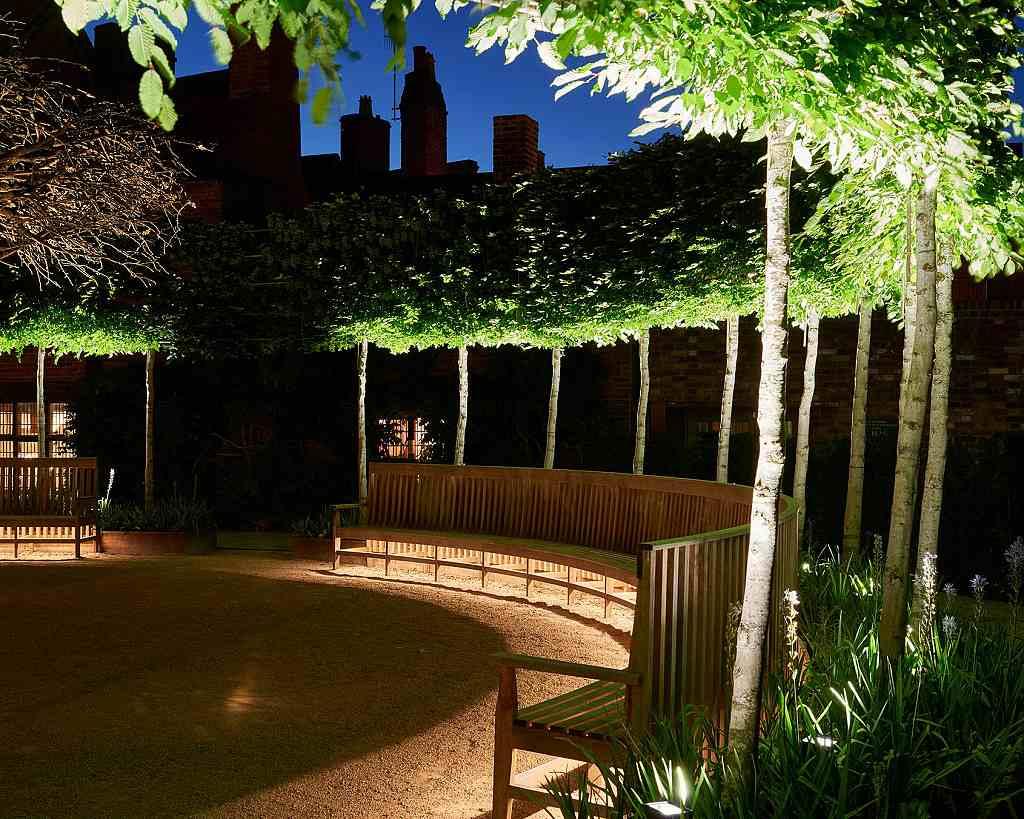 Nasvícení exteriérů Shakespeare´s New Place ve městě Stratford Upon Avon v Británii