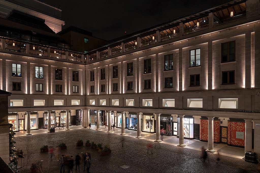 Royal Opera House v Londýně - osvětlení fasády