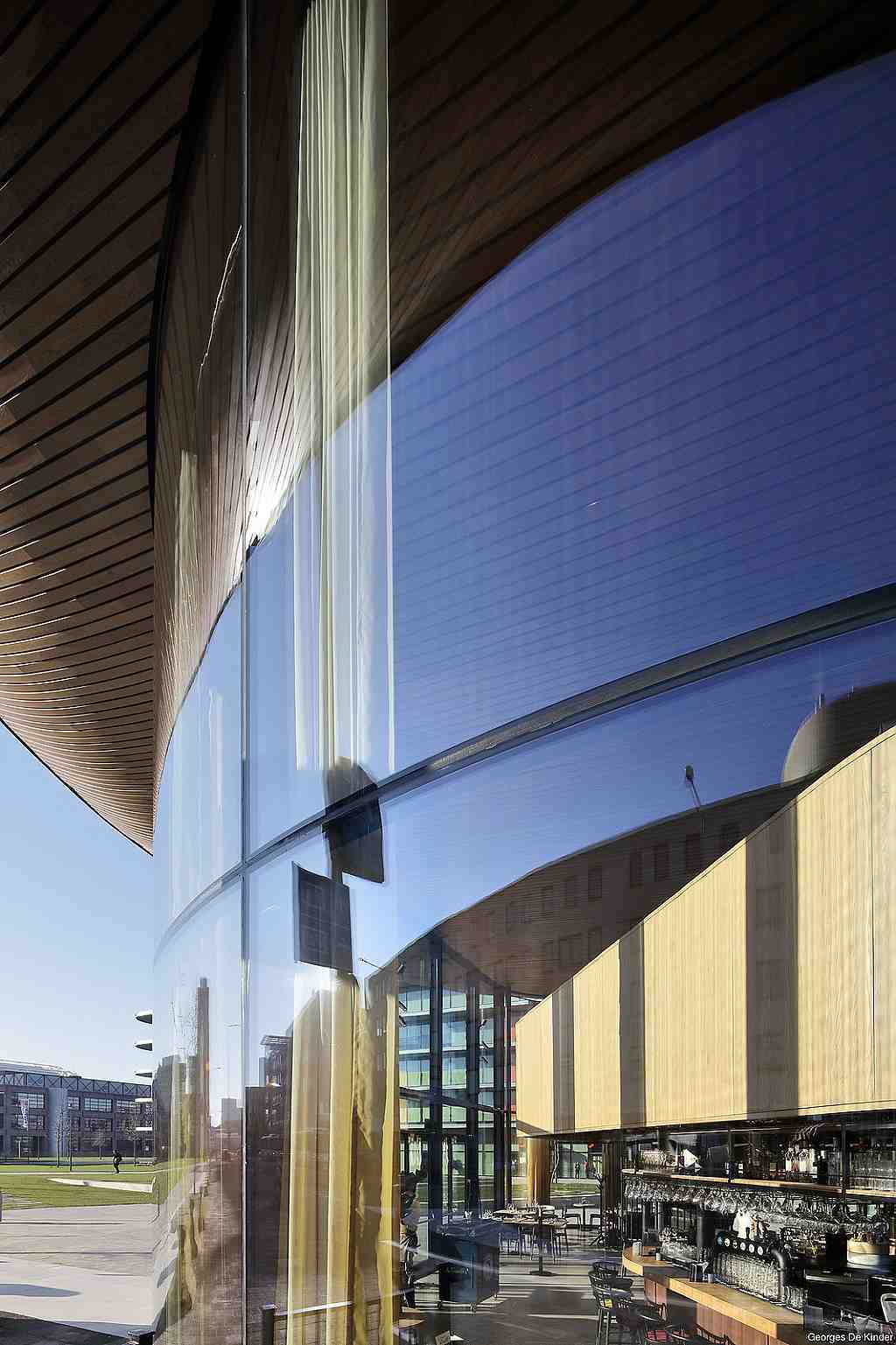 Budova ING Amsterdam, Nizozemsko, ohýbaná skla - foto č.5 detail