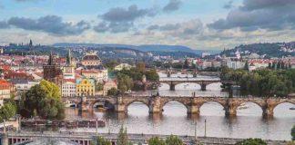 Praha, mosty, domy (Pexels)