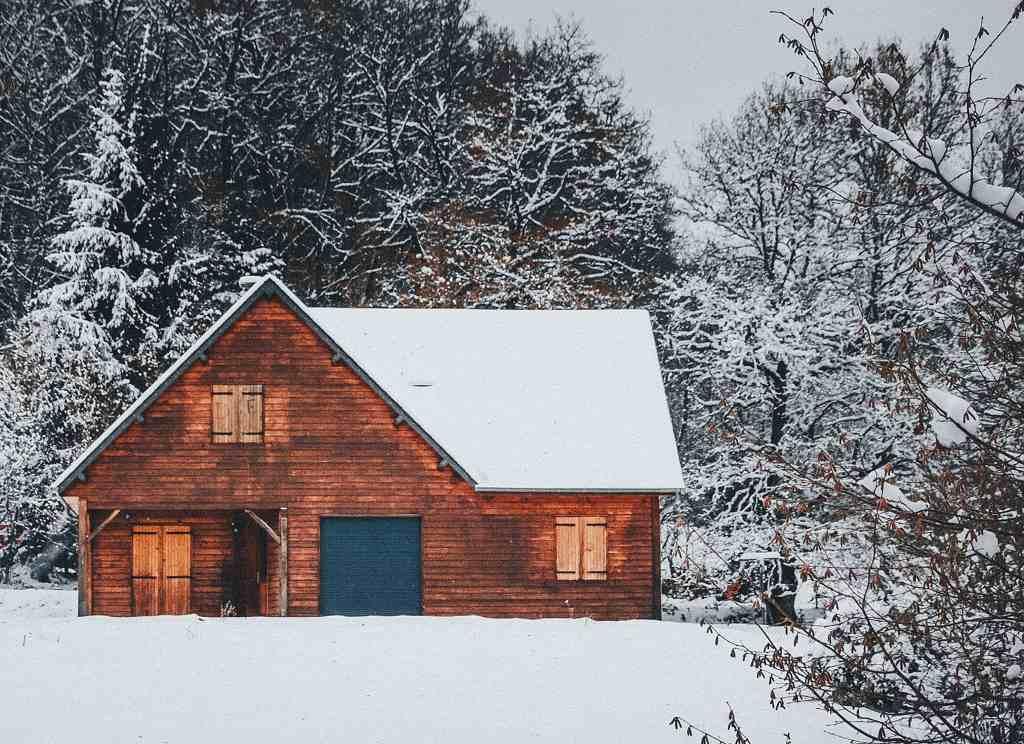 Chata s celoročním obýváním - Pexels 2083465