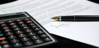 kalkulování nabídky a smlouvy - přečtěte si a promyslete smluvní podmínky - ilustrační foto
