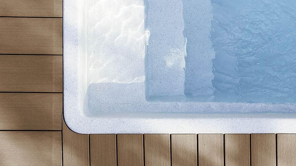 Woodplastic - detail řešení napojení terasy a bazénu - Pod Mniší horou