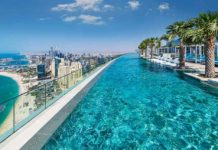 The Address Beach Resort Hotel Dubai - pohled na Dubai od nekonečného bazénu