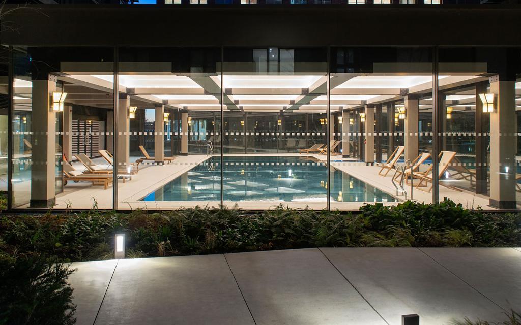 The Embassy Gardens Estate 7 - vnitřní bazén