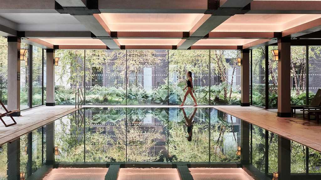 The Embassy Gardens Estate - vnitřní bazén, Belmont Pool